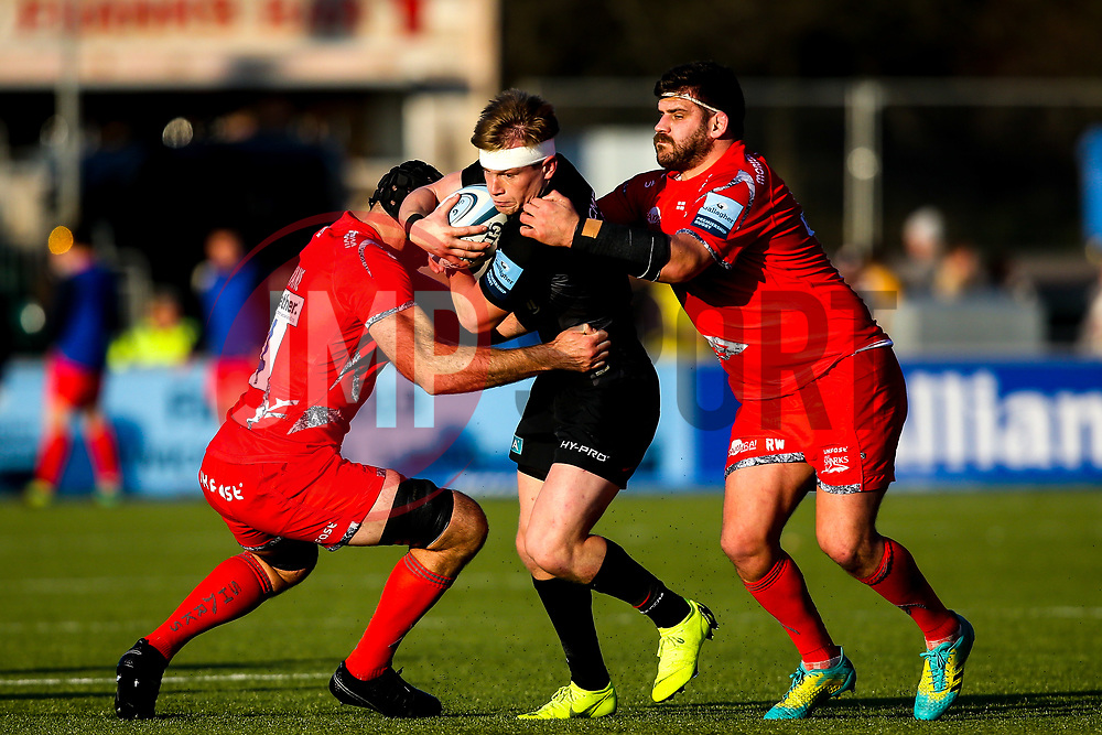 Nick Tompkins of Saracens is tackled - Mandatory by-line: Robbie Stephenson/JMP - 17/11/2018 - RUGBY - Allianz Park - London, England - Saracens v Sale Sharks - Gallagher Premiership Rugby