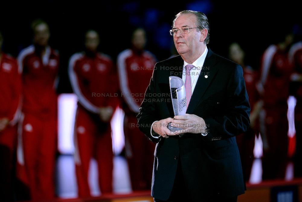 04-10-2009 VOLLEYBAL: FINALE EUROPEES KAMPIOENSCHAP NEDERLAND - ITALIE: LODZ <br /> De Nederlandse volleybalvrouwen zijn er niet in geslaagd om het goud te pakken. Italie was met 3-0 te sterk / Andre Meijer<br /> &copy;2009-WWW.FOTOHOOGENDOORN.NL
