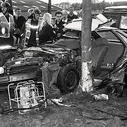 NLD/Weeps/19911020 - Dodelijk ongeval Weesp Lange Muiderweg, auto tegen boom