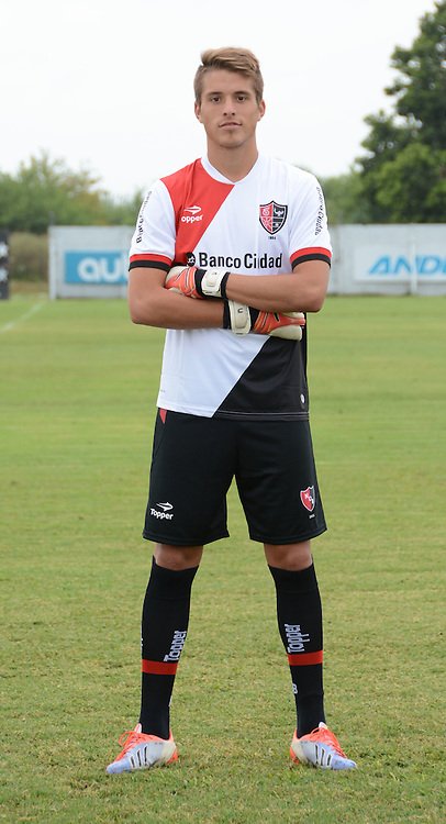 CAMPEONATO ARGENTINO Soccer / Football. <br /> NEWELLS OLD BOYS from Rosario  - Portraits <br /> Bs.As. Argentina. - May 31, 2015<br /> Here Newells Old Boys player Ezequiel Unsain<br /> &copy; PikoPress