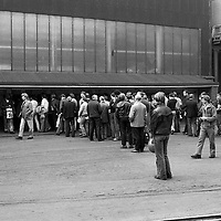 Queueing to clock off at Firth Browns Sheffield 16/09/1982
