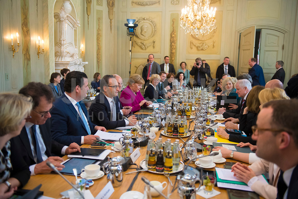 DEU, Deutschland, Germany, Gransee, 11.04.2018: Bundeskanzlerin Dr. Angela Merkel (CDU) bei der Kabinettsitzung im Rahmen der Klausurtagung des Bundeskabinetts im Schloss Meseberg.