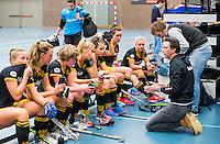 BARNEVELD - Hoofdklasse zaalhockey dames. Den Bosch-Rotterdam (1-0). coach Raoul Ehren (Den Bosch) met Bas van Zundert (Den Bosch) COPYRIGHT KOEN SUYK
