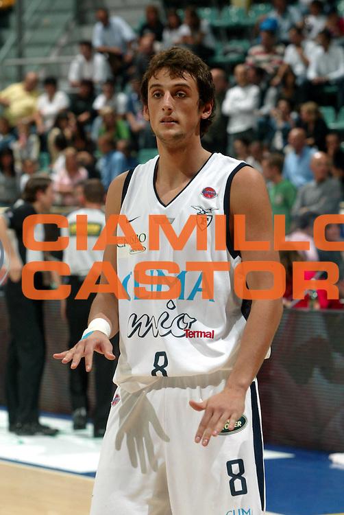 DESCRIZIONE : Bologna Precampionato Lega A1 2006 2007 Trofeo Carisbo Climamio Fortitudo Bologna VidiVici Virtus Bologna<br />GIOCATORE : Belinelli<br />SQUADRA : Climamio Fortitudo Bologna<br />EVENTO : Precampionato Lega A1 2006 2007 Trofeo Carisbo Climamio <br />Fortitudo Bologna VidiVici Virtus Bologna<br />GARA : Climamio Fortitudo Bologna VidiVici Virtus Bologna<br />DATA : 26/09/2006<br />CATEGORIA : Ritratto<br />SPORT : Pallacanestro<br />AUTORE : Agenzia Ciamillo-Castoria/G.Livaldi