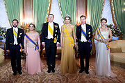 Staatsbezoek aan Luxemburg dag 1 / State visit to Luxembourg day 1<br /> <br /> Op de foto / On the photo: Fotomoment in de Salon des Rois.Palais Grand-Ducal met Koning Willem Alexander en koningin Maxima met Groothertog Henri en Groothertogin Maria Teresa en Erfgroothertog Guillaume en Erfgroothertogin Stephanie van Luxemburg  / Photo with King Willem Alexander and Queen Maxima with Grand Duke Henri and Grand Duchess Maria Teresaen Grand Ducal Guillaume and Erfgroothertogin Stephanie of Luxembourg in the Salon des Rois.Palais Grand-Ducal