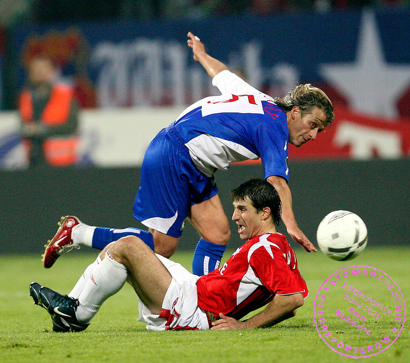 KRAKOW 19/10/2006..UEFA CUP GROUP E..SEASON 2006/2007 ..WISLA KRAKOW _ BLACKBURN ROVERS..TUGAY KERIMOGLU OF BLACKBURN AND RADOSLAW SOBOLEWSKI OF WISLA..FOT. PIOTR HAWALEJ /WROFOTO