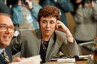 11.01.1999, Deutschland/Bonn:<br /> Edith Cresson, EU-Kommissarin f&uuml;r Wissenschaft, Forschung und Entwicklung, vor der gemeinsamen Sitzung von Bundeskabinett und Europ&auml;ischer Kommission, NATO-Saal, Bundeskanzleramt, Bonn<br /> IMAGE: 19990111-02/01-06