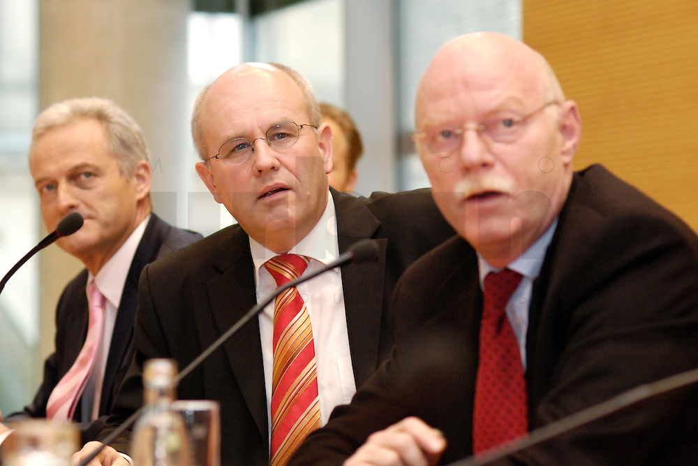 22 FEB 2006, BERLIN/GERMANY:<br /> Peter Ramsauer (L), CSU, Vors. d. CSU Landesgruppe, Volker Kauder (M), CDU, CDU/CSU Fraktionsvorsitzender, Peter Struck (R), SPD Fraktionsvorsitzender, waehrend einer Pressekonferenz zum Thema &quot;100 Tage Grosse Koalition - Bilanz der Fraktionen&quot;, Jakob-Kaiser-Haus, Deutscher Bundestag<br /> IMAGE: 20060222-01-015