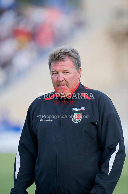 BAKU, AZERBAIJAN - Saturday, June 6, 2009: Wales' manager John Toshack MBE before the 2010 FIFA World Cup Qualifying Group 4 match at the Tofig Bahramov Stadium. (Pic by David Rawcliffe/Propaganda)