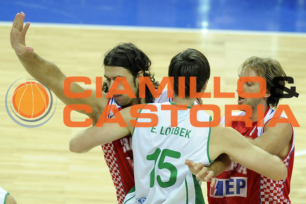 DESCRIZIONE : Katowice Poland Polonia Eurobasket Men 2009 Quarter Final Slovenia Croazia Slovenia Croatia<br /> GIOCATORE : Erazem Lorbek Kresimir Loncar<br /> SQUADRA : Slovenia Croazia Croatia<br /> EVENTO : Eurobasket Men 2009<br /> GARA : Slovenia Croazia Slovenia Croatia<br /> DATA : 18/09/2009 <br /> CATEGORIA : difesa<br /> SPORT : Pallacanestro <br /> AUTORE : Agenzia Ciamillo-Castoria/G.Ciamillo<br /> Galleria : Eurobasket Men 2009 <br /> Fotonotizia : Katowice Poland Polonia Eurobasket Men 2009 Quarter Final Slovenia Croazia Slovenia Croatia<br /> Predefinita :