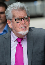 © Licensed to London News Pictures. 25/06/2014. London, UK. Artist and television personality, Rolf Harris arrives at Southwark Crown Court in London on 25th June 2014. Jury deliberations continue as they attempt to reach unanimous verdicts in Harris's child sex abuse trial.. Photo credit : Vickie Flores/LNP