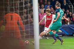 08-05-2019 NED: Semi Final Champions League AFC Ajax - Tottenham Hotspur, Amsterdam<br /> After a dramatic ending, Ajax has not been able to reach the final of the Champions League. In the final second Tottenham Hotspur scored 3-2 / Matthijs de Ligt #4 of Ajax, Jan Vertonghen #5 of Tottenham Hotspur