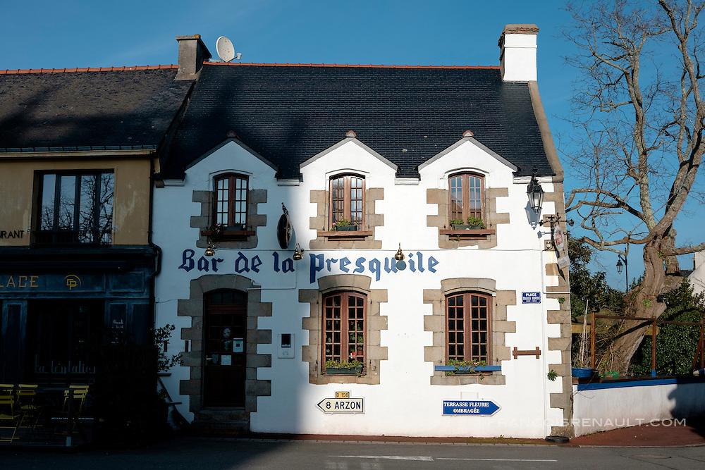 Le bar de la Presqu'ile à Saint-Gildas-de-Rhuys, Bretagne, France.