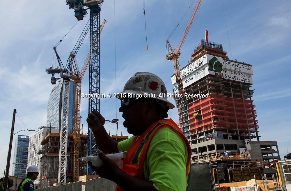 Metropolis, 899 S. Francisco St.(Photo by Ringo Chiu/PHOTOFORMULA.com)