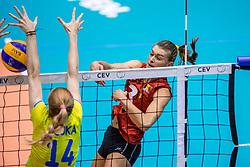 24-08-2017 NED: World Qualifications Belgium - Slovenia, Rotterdam<br /> Frauke Dirickx #3 of Belgium, Lana Scuka #14 of Slovenia<br /> Photo by Ronald Hoogendoorn / Sportida