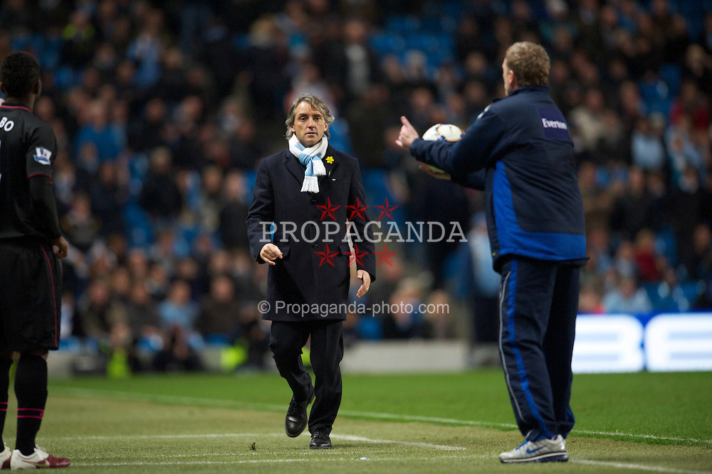 MANCHESTER, ENGLAND - Wednesday, March 24, 2010: Everton's manager David Moyes catches the ball in injury time before Manchester City's manager Roberto Mancini storms into his technical area to try and to grab it off him during the Premiership match at the City of Manchester Stadium. (Photo by David Rawcliffe/Propaganda)
