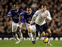 Photo: Paul Thomas.<br />Everton v Tottenham Hotspur. The Barclays Premiership. 21/02/2007.<br /><br />Teemu Tainio (R) gets away from Everton pair Leon Osman (C) and Manuel Fernandes.