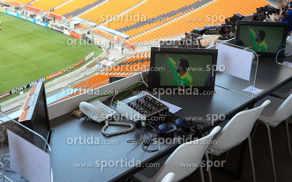 RSA, FIFA WM 2010, Soccer City Stadium Feature.08.06.2010, Soccer City Stadium, Johannesburg, RSA, FIFA WM 2010, Soccer City Stadium Feature im Bild TV & Radio Kommentatoren Positionen beim Eröffnungsspiel, EXPA Pictures © 2010, PhotoCredit: EXPA/ IPS/ Mark Atkins / SPORTIDA PHOTO AGENCY