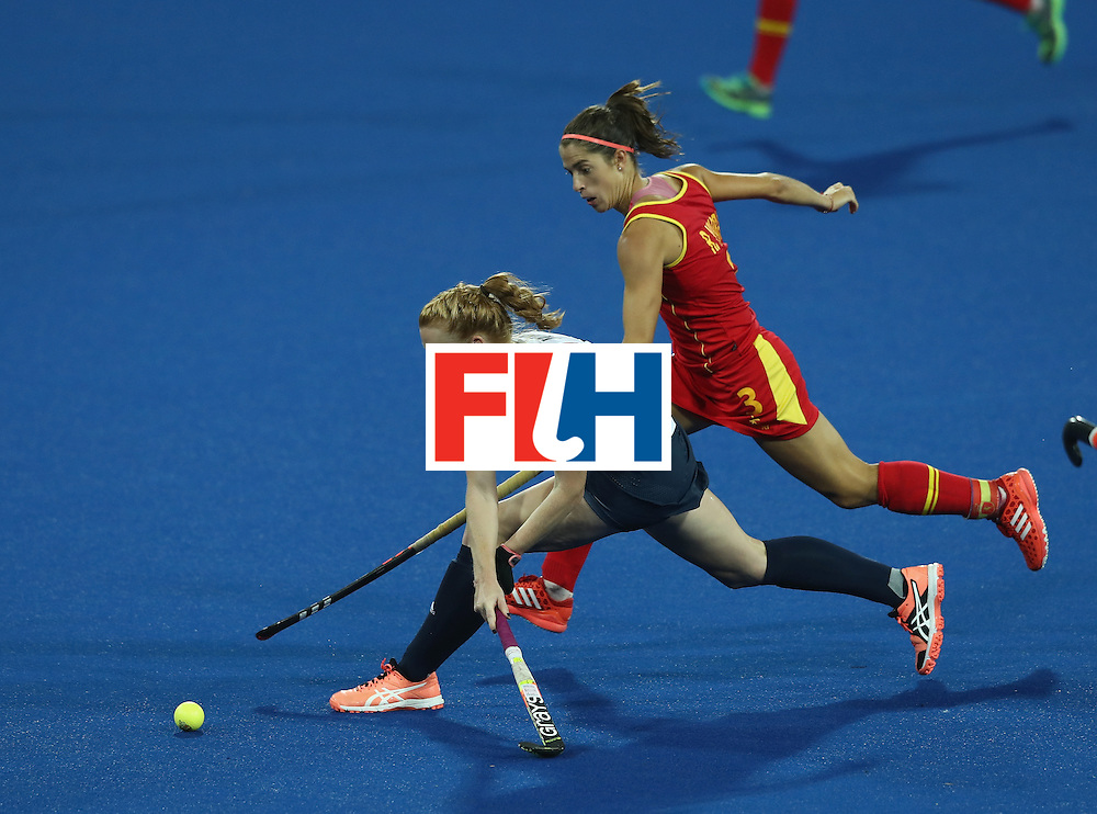 RIO DE JANEIRO, BRAZIL - AUGUST 15:  Nicola White of Great Britain stretches for the ball as Rocio Ybarra challenges during the Women's quarter final hockey match between Great Britain and Spain on Day10 of the Rio 2016 Olympic Games held at the Olympic Hockey Centre on August 15, 2016 in Rio de Janeiro, Brazil.  (Photo by David Rogers/Getty Images)