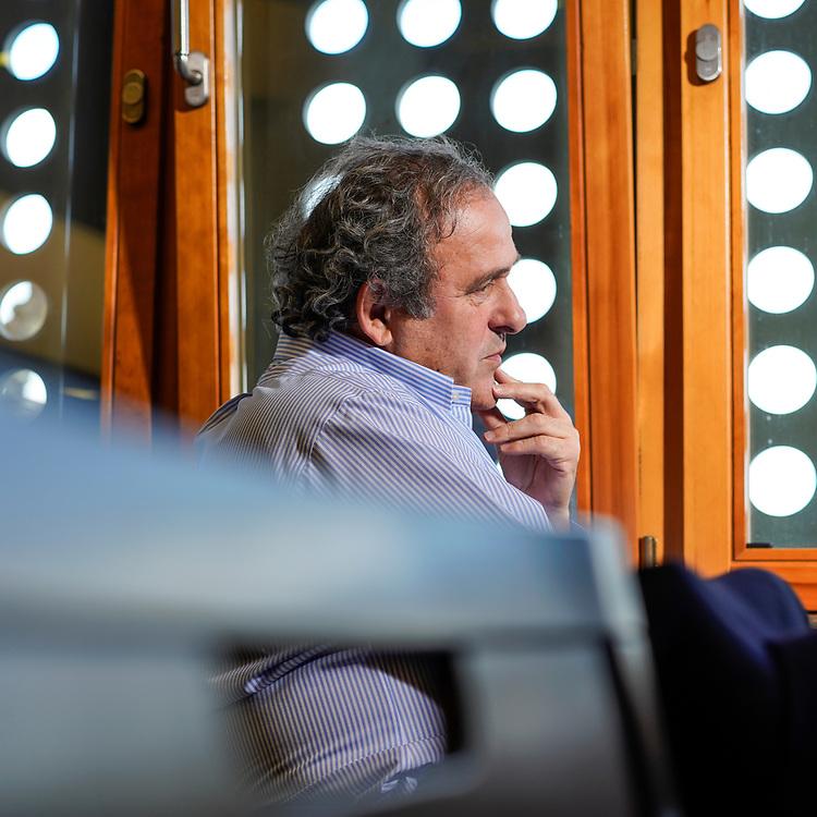 Michel Platini,  est un joueur de football international fran&ccedil;ais, qui &eacute;voluait au poste de milieu de terrain offensif, avant de devenir entra&icirc;neur puis dirigeant.<br /> Nyon, mars 2018<br /> &copy; Nicolas Righetti / Lundi13