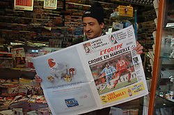 MARSEILLE, FRANCE - Tuesday, December 11, 2007: A newsagent read the news of Olympique de Marseille's game against Liverpool in L'Equipe before final UEFA Champions League Group A match. (Photo by David Rawcliffe/Propaganda)