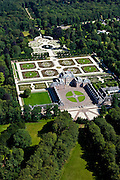 Nederland, Gelderland, Apeldoorn, 30-06-2011; Nationaal Museum Paleis Het Loo. Het voormalige zomerpaleis heeft een formele tuin en tuin het kasteel zijn in classicistische stijl. Het Versaille van Nederland staat op de Unesco werelderfgoedlijst..National Museum Palace Het Loo. The former summer palace has a formal garden and castle gardens in classical style. The Versailles of the Netherlands figures on the UNESCO World Heritage List.luchtfoto (toeslag), aerial photo (additional fee required).copyright foto/photo Siebe Swart