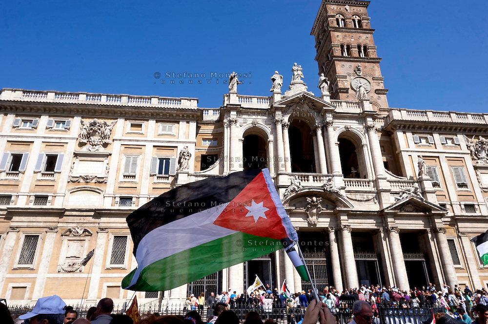 Roma 18 Maggio 2015<br /> Festa delle delegazioni di fedeli provenienti dalla Palestina, Giordania  e Libano alla Basilica di Santa Maria Maggiore, per la canonizzazione  delle prime due sante palestinesi.<br /> Rome 18th May 2015<br /> Feast of the delegations of faithful from Palestine, Jordan and Lebanon to the Basilica of Santa Maria Maggiore, for the canonization of the first two holy Palestinians.