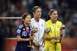 17.07.2011, Commerzbankarena, Frankfurt, GER, FIFA Women Worldcup 2011, Finale,  Japan (JPN) vs. USA (USA), im Bild:  .Spieler des Turniers von links:  Homare Sawa (Japan), Abby Wambach (USA) und Hope Solo (GK) (USA) ... // during the FIFA Women Worldcup 2011, final, Japan vs USA on 2011/07/11, FIFA Frauen-WM-Stadion Frankfurt, Frankfurt, Germany.   EXPA Pictures © 2011, PhotoCredit: EXPA/ nph/  Mueller       ****** out of GER / CRO  / BEL ******