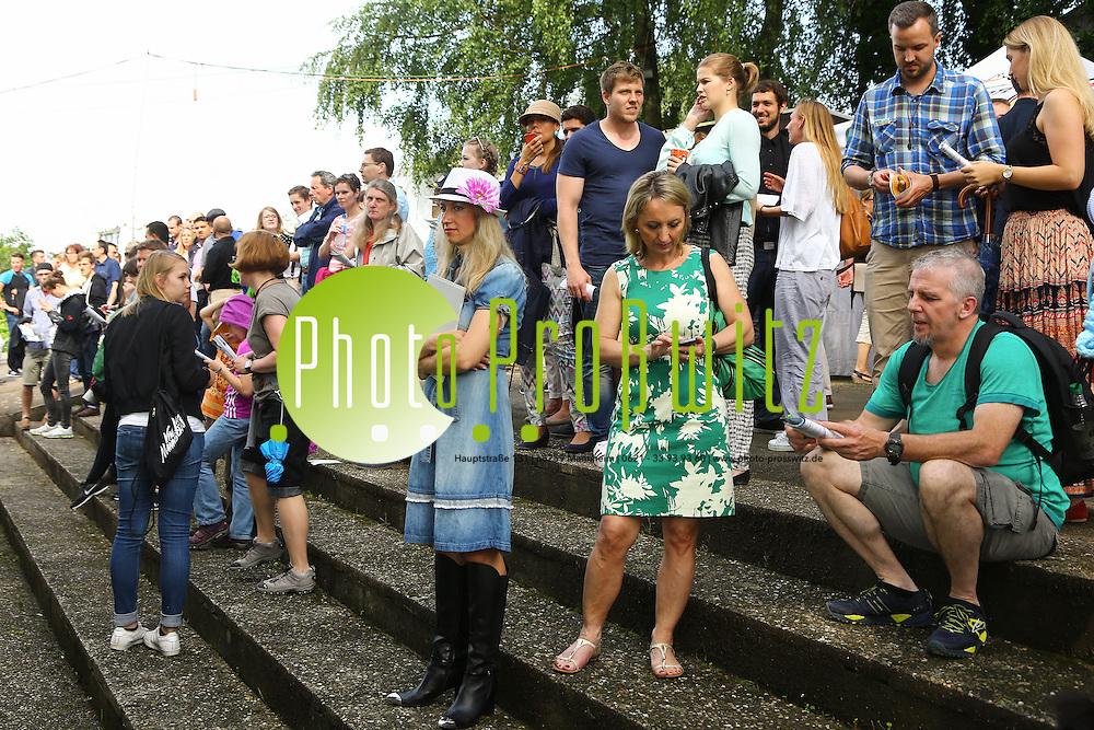 Mannheim. 05.06.16 Seckenheim. Pferderennbahn. Waldrennbahn. Badischer Rennverein. Pferderennen. B.A.U. Renntag<br /> <br /> Bild: Markus Prosswitz 05JUN16 / masterpress (Bild ist honorarpflichtig - No Model Release!)