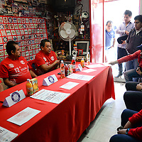 Toluca, México.- Integrantes de la Barra Perra Brava anunciaron su 12 Carrera Atlética que se realizara el próximo 21 de diciembre, en donde invitan a la población a caminar, trotar o correr 5 km. Agencia MVT / Crisanta Espinosa