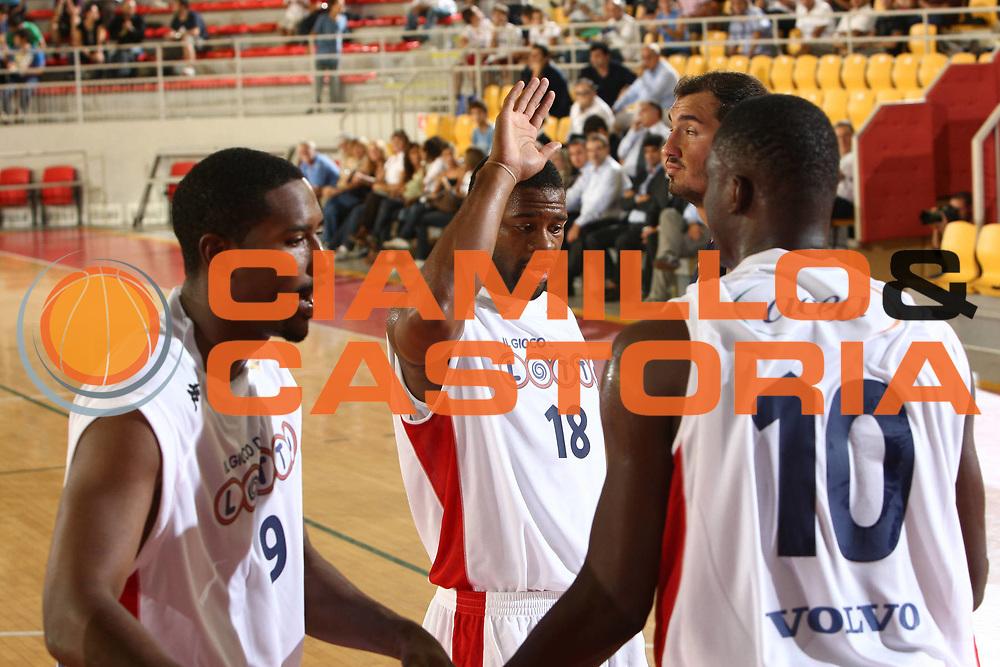 DESCRIZIONE : Roma Lega A 2009-10 Basket Amichevole Lottomatica Virtus Roma Efes Pilsen Istanbul<br /> GIOCATORE : Ricky Minard<br /> SQUADRA : Lottomatica Virtus Roma <br /> EVENTO : Campionato Lega A 2009-2010 <br /> GARA : Lottomatica Virtus Roma Efes Pilsen Istanbul<br /> DATA : 17/09/2009<br /> CATEGORIA : esultanza<br /> SPORT : Pallacanestro <br /> AUTORE : Agenzia Ciamillo-Castoria/C.De Massis