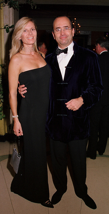MR & MRS GYSBERT GROENEWEGEN at a party in London on 17th October 2000.OHY 22