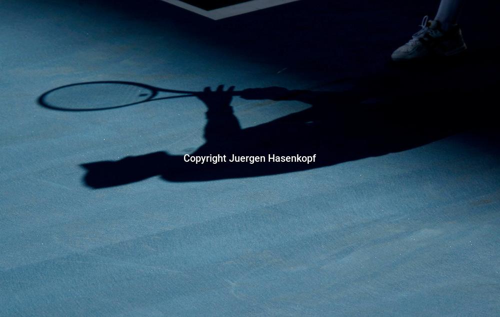 Australien, Melbourne, Sport, Tennis, Grand Slam Tournament, Melbourne Park, Australian Open 2010,.Nikolay Davydenko (RUS) Schatten auf dem Centre Court,..Foto: Juergen Hasenkopf..
