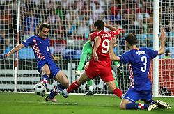 Robert Kovac of Croatia vs Semih Senturk of Turkey during the UEFA EURO 2008 Quarter-Final soccer match between Croatia and Turkey at Ernst-Happel Stadium, on June 20,2008, in Wien, Austria. Turkey won after penalty shots. (Photo by Vid Ponikvar / Sportal Images)