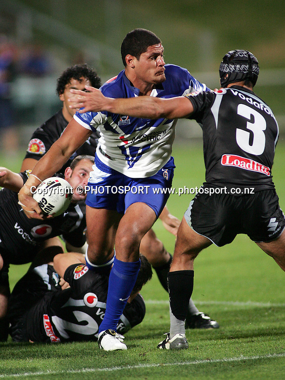 Bulldogs prop Willie Mason gets a pass away during the preseason NRL match between the Vodafone Warriors and Bulldogs held at Albany Stadium, Auckland, on Saturday 3 March 2007. Photo: Renee McKay/PHOTOSPORT