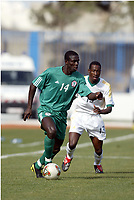 Fotball<br /> African Nations Cup 2004<br /> Afrika mesterskapet 2004<br /> Foto: Digitalsport<br /> NORWAY ONLY<br /> FIRST ROUND - GROUP D - 040131 - NIGERIA v SOUTH AFRICA - OLUWASEYI OLOFINTANA (NIG) / BENSON MHLONGO (RSA) - PHOTO JEAN MARIE HERVIO / Digitalsport<br />  *** Local Caption *** 40001018