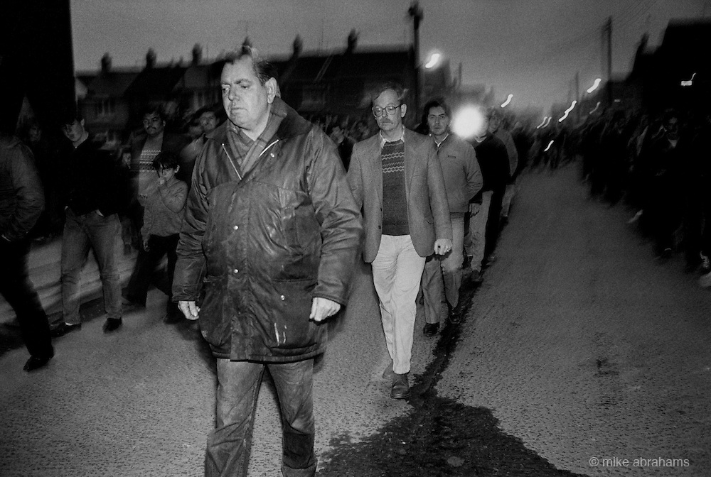 Mourners mount a vigil, and protest at the RUC demanding control of the funeral of IRA member Lawrence Marley, who was assasinated by loyalist gunmen. Ardoyne, Belfast 1987. Northern Ireland