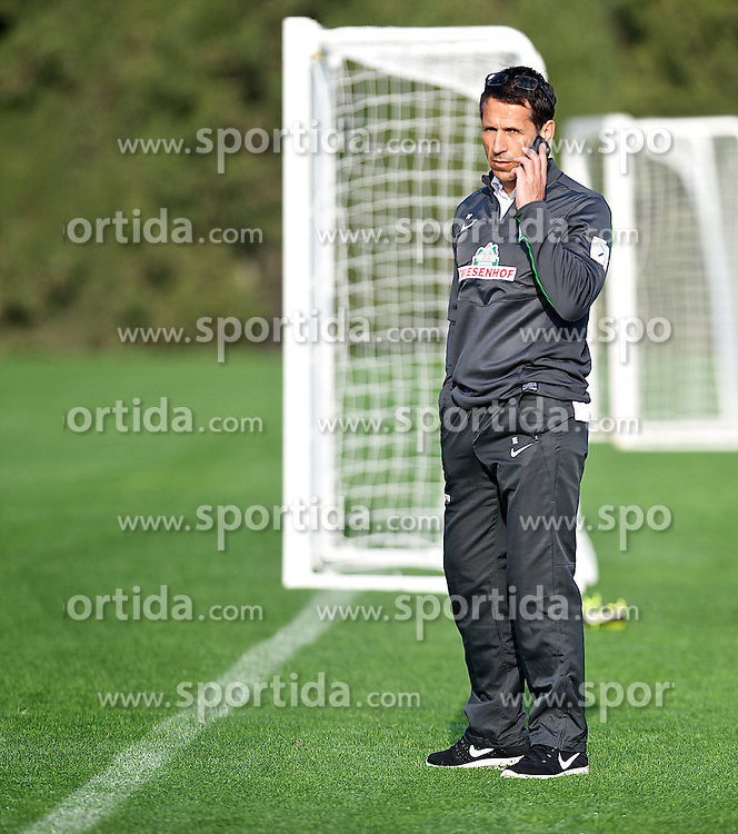 11.01.2014, Trainingsplatz, Jerez de la Frontera, ESP, 1. FBL, SV Werder Bremen, Trainingslager, im Bild Thomas Eichin (Geschaeftsfuehrer Sport, SV Werder Bremen) telefonierend am Spielfeldrand // Thomas Eichin (Geschaeftsfuehrer Sport, SV Werder Bremen) telefonierend am Spielfeldrand during Trainingsession of German Bundesliga Club SV Werder Bremen at Trainingsplatz in Jerez de la Frontera, Spain on 2014/01/11. EXPA Pictures © 2014, PhotoCredit: EXPA/ Andreas Gumz<br /> <br /> *****ATTENTION - OUT of GER*****