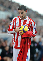 Fotball<br /> England<br /> Foto: Fotosports/Digitalsport<br /> NORWAY ONLY<br /> <br /> Britannia Stadium Stoke City v Wolverhampton Wanderers  (2-2) 31/10/09<br /> <br /> Rory Delap  (Stoke) prepares to launch a long throw