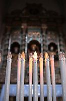 Interno della Cattedrale di Ostuni. Particolare delle candele votive elettriche, poste davanti ai santi protettori di Ostuni: San Biagio, Sant'Oronzo e Sant'Agostino,