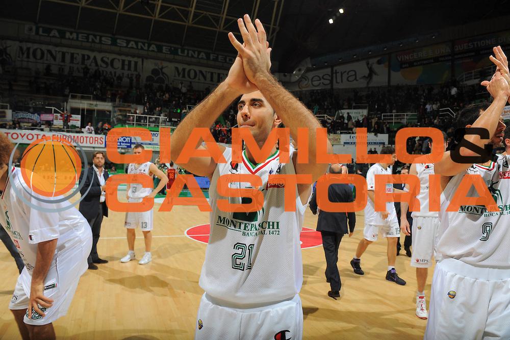 DESCRIZIONE : Siena Lega A 2011-12 Bancatercas Teramo Montepaschi Siena<br /> GIOCATORE : Pietro Aradori<br /> CATEGORIA : esultanza post game<br /> SQUADRA : Montepaschi Siena<br /> EVENTO : Campionato Lega A 2011-2012<br /> GARA : Montepaschi Siena Virtus Roma<br /> DATA : 05/11/2011<br /> SPORT : Pallacanestro<br /> AUTORE : Agenzia Ciamillo-Castoria/GiulioCiamillo<br /> Galleria : Lega Basket A 2011-2012<br /> Fotonotizia : Siena Lega A 2011-12 Montepaschi Siena Virtus Roma<br /> Predefinita :