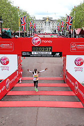 Eliud Kipchoge of Kenya wins London Marathon in 2:02:37 establishing new course record