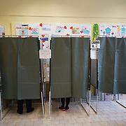 Elezioni politiche 2018 operazioni di voto in un seggio di Collegno (TO)