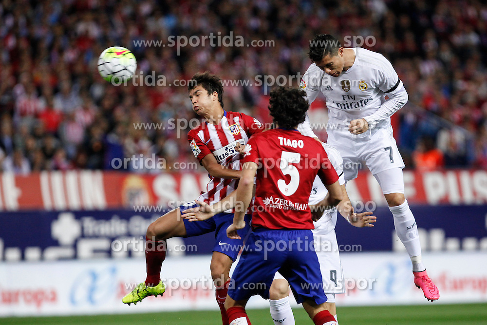04.10.2015, Estadio Vicente Calderon, Madrid, ESP, Primera Division, Atletico Madrid vs Real Madrid, 7. Runde, im Bild Atletico de Madrid&acute;s Oliver and Real Madrid&acute;s Cristiano Ronaldo (R) // during the Spanish Primera Division 7th round match between Atletico Madrid and Real Madrid at the Estadio Vicente Calderon in Madrid, Spain on 2015/10/04. EXPA Pictures &copy; 2015, PhotoCredit: EXPA/ Alterphotos/ Victor Blanco<br /> <br /> *****ATTENTION - OUT of ESP, SUI*****