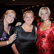 NLD/Nijkerk/20110710 - Miss Nederland verkiezing 2011, Miss Holland 1976 Nanny Verwey-Nielen met medium Anita van den Berg en .....