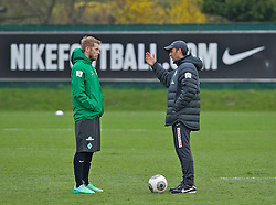 28.03.2014, Trainingsgelaende, Bremen, GER, 1. FBL, Werder Bremen, Training, im Bild Aaron Hunt (Bremen #14) im Gesprach mit Robin Dutt (Cheftrainer SV Werder Bremen) // Aaron Hunt (Bremen #14) im Gesprach mit Robin Dutt (Cheftrainer SV Werder Bremen) during a Trainingssession of German Bundesliga Club SV Werder Bremen at the Trainingsgelaende in Bremen, Germany on 2014/03/28. EXPA Pictures © 2014, PhotoCredit: EXPA/ Andreas Gumz<br /> <br /> *****ATTENTION - OUT of GER*****