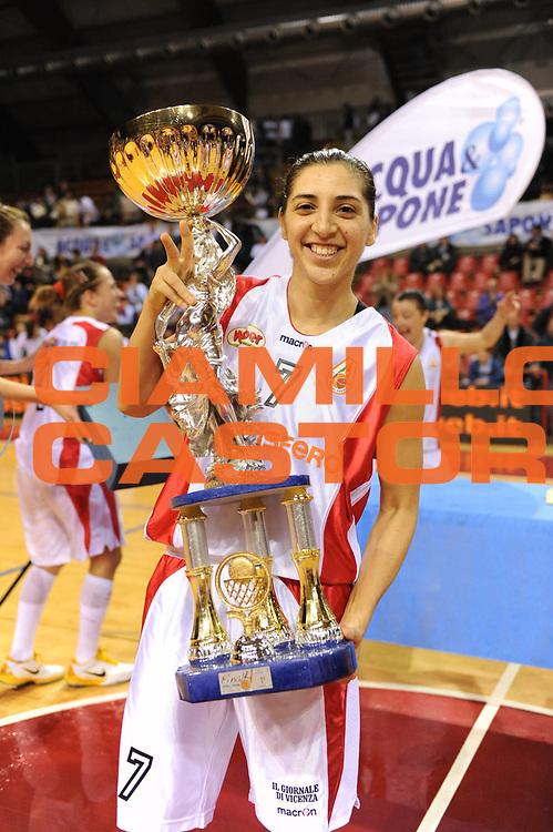 DESCRIZIONE : Perugia Lega A1 Femminile 2010-11 Coppa Italia Finale Famila Schio Liomatic Umbertide<br /> GIOCATORE : Liron Cohen MVP<br /> SQUADRA : Famila Schio <br /> EVENTO : Campionato Lega A1 Femminile 2010-2011 <br /> GARA : Famila Schio Liomatic Umbertide<br /> DATA : 13/03/2011 <br /> CATEGORIA : premiazione esultanza<br /> SPORT : Pallacanestro <br /> AUTORE : Agenzia Ciamillo-Castoria/M.Marchi<br /> Galleria : Lega Basket Femminile 2010-2011 <br /> Fotonotizia : Perugia Lega A1 Femminile 2010-11 Coppa Italia Finale Famila Schio Liomatic Umbertide<br /> Predefinita :