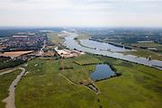 Nederland, Utrecht, gemeente Rhenen, 08-07-2010; Neder-Rijn, Amerongse Bovenpolder gezien naar Elst en Elster Buitenwaarden. In het midden de voormalige steenfabriek (rechts) en het terrein van de Machinistenschool Elst. In het kader van het Programma Ruimte voor de Rivier is er sprake van 'Obstakelverwijdering', het vergraven van het terrein en/of verwijderen van (delen) van de fabriek, zodat bij hoog water meer water van de Elster Buitenwaarden naar de polder kan stromen..Under the Program 'Room for the River', there are plans to remove objects and excavate the area in the middle (left of the former brickworks) in order to create a more spatial connection between the plains in the background and the polder (situated in the foreground)..luchtfoto (toeslag), aerial photo (additional fee required).foto/photo Siebe Swart.