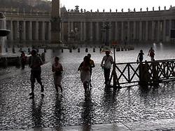 ITALY ROME 2JUL09 - Rainfall at St. Peter's Square at the heart of Vatican City, Rome... ..jre/Photo by Jiri Rezac..© Jiri Rezac 2009