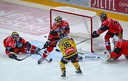15.01.2017, Albert Schultz Halle, Wien, AUT, EBEL, UPC Vienna Capitals vs HC Orli Znojmo, 44. Runde, im Bild Michal Vodny (HC Orli Znojmo), Andrea Lakos (HC Orli Znojmo), Jerry Pollastrone (UPC Vienna Capitals), Jiri Beroun (HC Orli Znojmo) und Marek Schwarz (HC Orli Znojmo) // during the Erste Bank Icehockey League 44nd Round match between UPC Vienna Capitals and HC Orli Znojmo at the Albert Schultz Ice Arena, Vienna, Austria on 2017/01/15. EXPA Pictures © 2017, PhotoCredit: EXPA/ Thomas Haumer